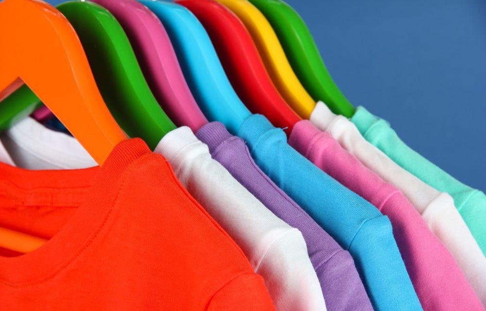 Wie man T-Shirts designen und verkaufen kann